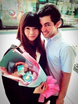 Leonel Orsi con su esposa taiwanesa