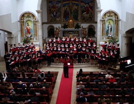 Actuação do Coro de Pequenos Cantores