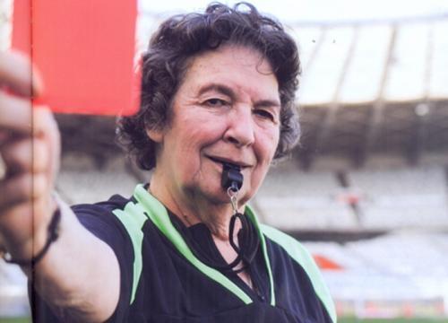 Léa Campos foi a primeira árbitra de futebol