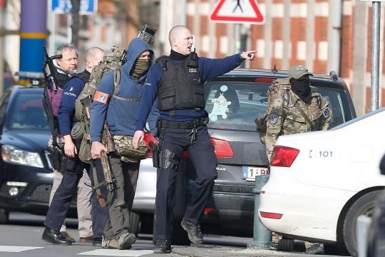 Operação policial em Bruxelas causa 3 feridos.