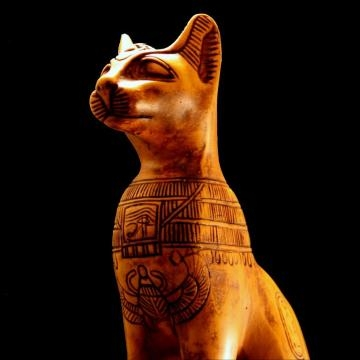 Estatua de un gato Egipcio tallado
