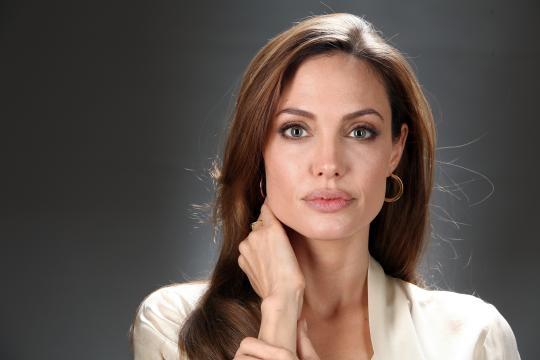 Angelina Jolie y su desnudo (Topless)