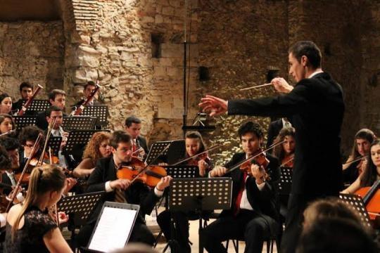 Maestro Diogo Costa a dirigir Orquestra de Cordas