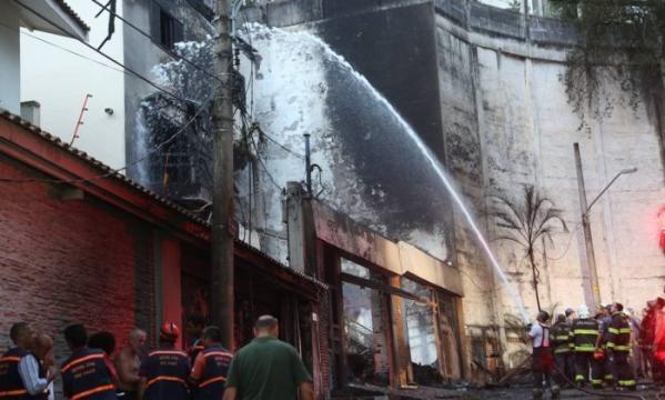 Casa atingida por avião em São Paulo
