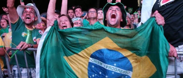 Manifestantes comemoram resultado Foto: Wilson Dias/Agência Brasil