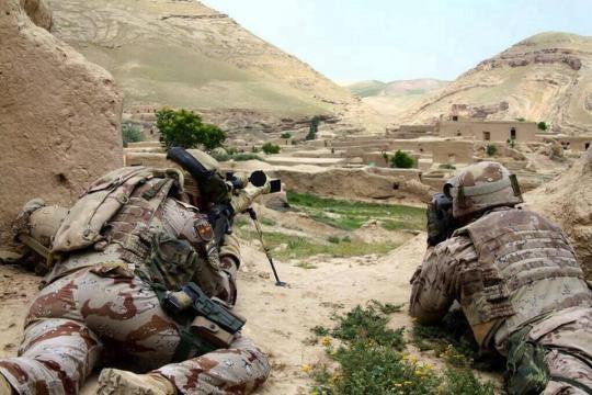 Los francotiradores mantienen a raya al enemigo.