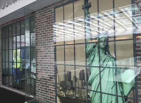 AERO NY . Imagen contenida dentro del Fotolibro ESCAPARATES / SHOWCASES