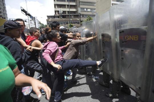 Madres desesperadas en Caracas