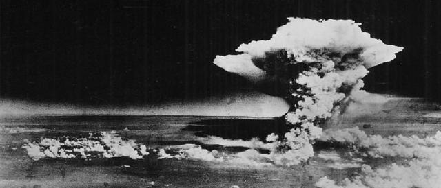 Hiroshima, 6 agosto 1945, le spaventose immagini del fungo atomico