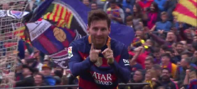 Messi abrió la lata en el derbi con un bonito gol de falta