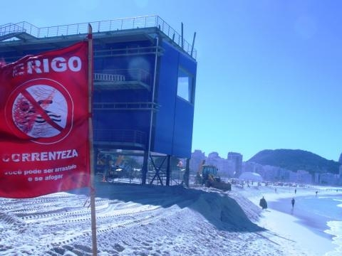 Centro de Imprensa em Copacabana também está sendo protegido das ondas