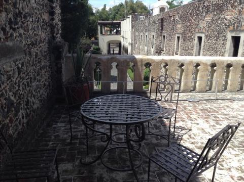 El inmueble ofrece espacios espectaculares como una terraza que domina la plaza