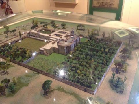 Maqueta donde se pueden apreciar todos los edificios, el huerto y el parque público sureño