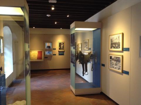 Museografía instalada en los espacios del viejo colegio católico