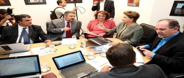 Dilma em reunião com Cardozo e aliados