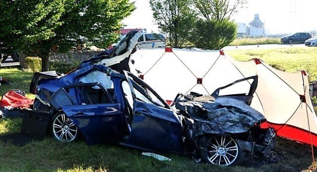 Destruição do automóvel revela a violência o acidente