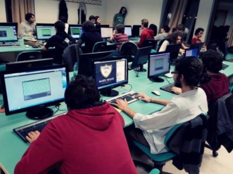 Jugadores 'Profesionales' de HaxBall White Night en sus 'cibersalas' ubicadas en CABA (Argentina).