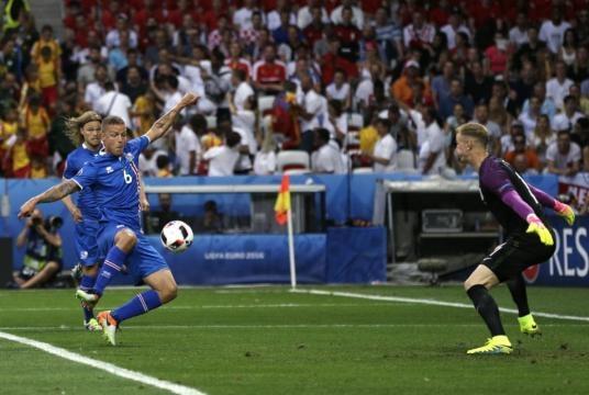 Ragnar Sigurdsson (Iceland) moment before scoring the equalizing goal