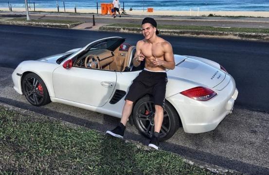 Biel se envolve em acidente de carro e é acusado de omissão de socorro
