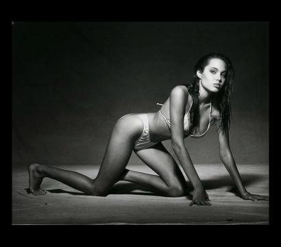 A sensualidade de Angelina Jolie com 15 anos de idade.