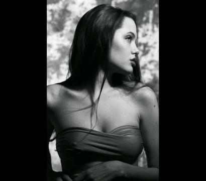 Fotos inéditas de Angelina Jolie com 15 anos de idade.