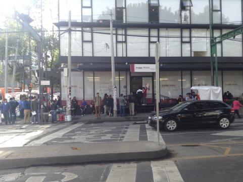 Nuevo León pletórico de ciudadanos realizando trámites en el padrón electoral.