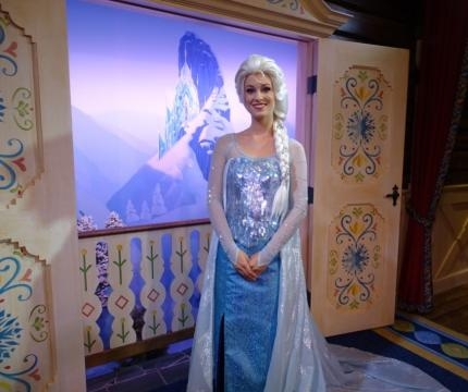 Elsa and Anna meet guests at their new Sommerhus in Epcot. (Photo by Barb Nefer)