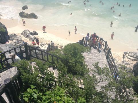 El litoral donde afloro la cultura Maya a metros de las ruinas