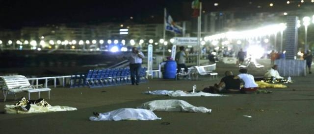 Mais de 80 mortos após ataque de caminhão