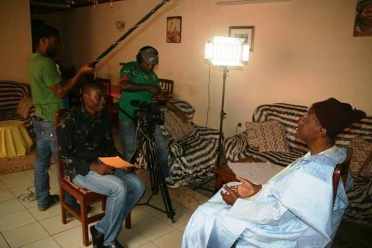Pendant le tournage du long métrage une démocratie africaine
