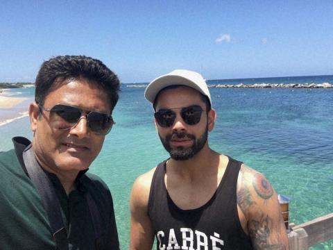Coach Kumble and Kohli selfie near the beach (Twitter)