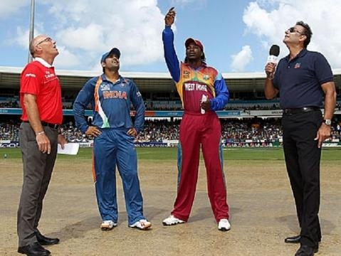Gayle and Dhoni at the toss (Twitter)