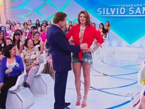 Silvio Santos dá conferida em decote generoso de Lívia Andrade e ... - com.br