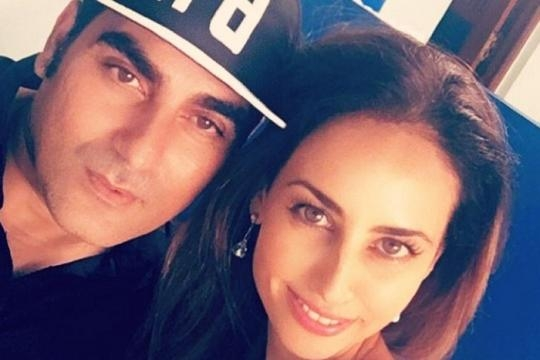 Arbaaz Khan spotted with a mystery girl in Goa (Twitter)