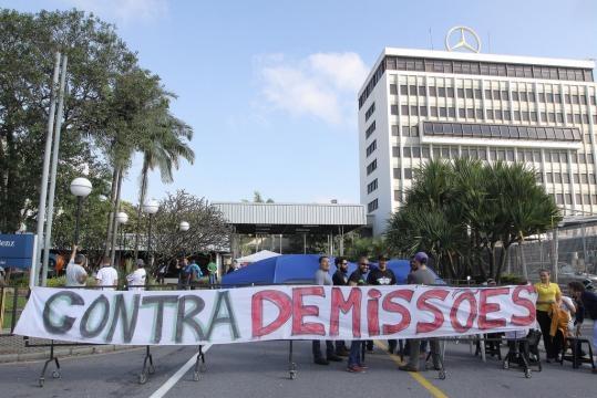 Demissões na Empresa Mercedes-Bens do Brasil, unidade de São Bernardo do campo.