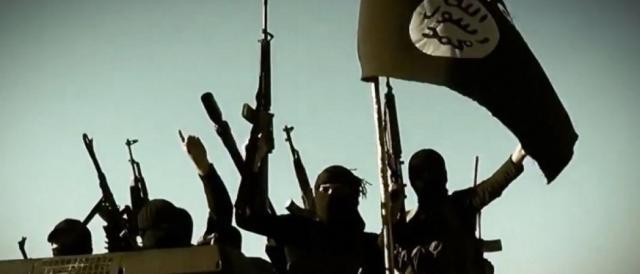 Un commando di miliziani con i vessilli dell'Isis