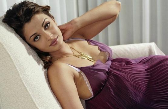 Aishwarya Rai's family irked with intimate scenes with Ranbir Kapoor (Panasiabiz.com)