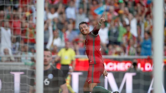 Cristiano Ronaldo o homem do Euro e do Mundo