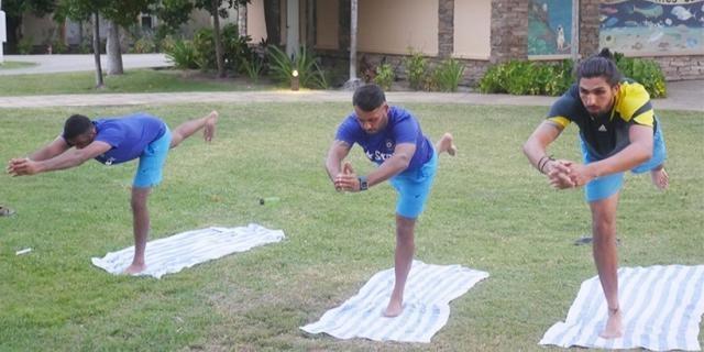 Virat Kohli and the Indian squad doing Yoga (Twitter)