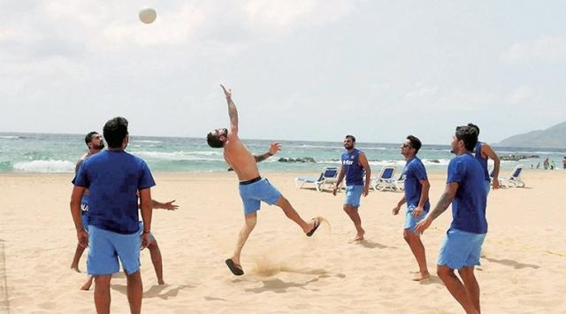 Virat Kohli playing vollyball with other players (Twitter)