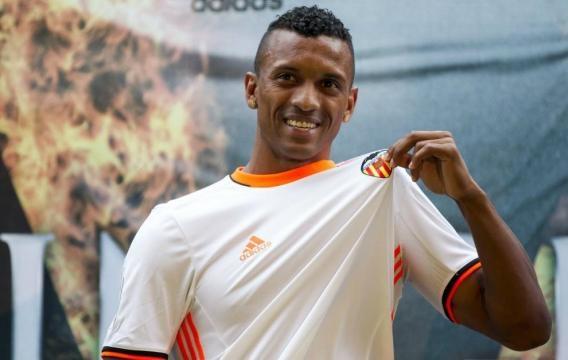 El flamante extremo izquierdo ganador de la Eurocopa 2016 con Portugal ficha por el club valencianista por 8,5 millones de euros