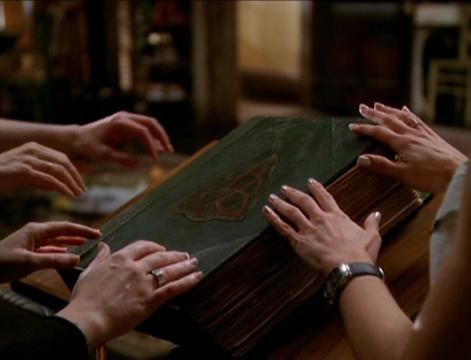 El Libro de las Sombras en el que se encontraban todos los brujos, demonios,...