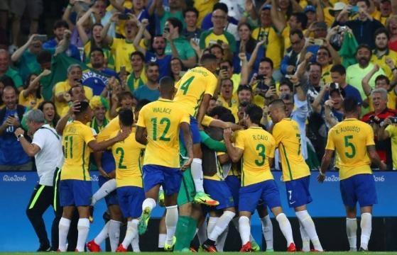 La selección brasileña celebrando la medalla de oro en los Juegos de Rio