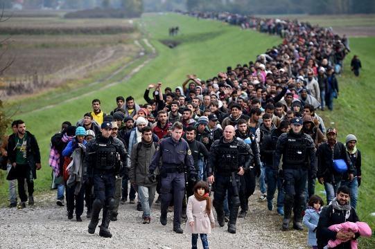 Refugiados atraversando la denominada