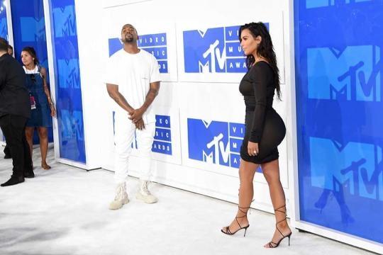 Kim Kardashian Reveals Nipples in Sheer Dress at 2016 MTV VMAs ... - wetpaint.com