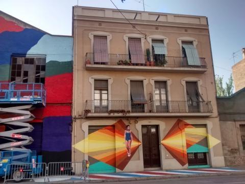 Edificio de vivendas de principios del XX con graffiti