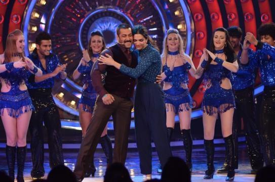 When Salman Khan And Deepika Padukone Simply Stole Away Bigg Boss ... - gossipticket.com
