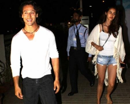 Disha Patani is in a relationship with young hunk Tiger Shroff (Panasiabiz.com