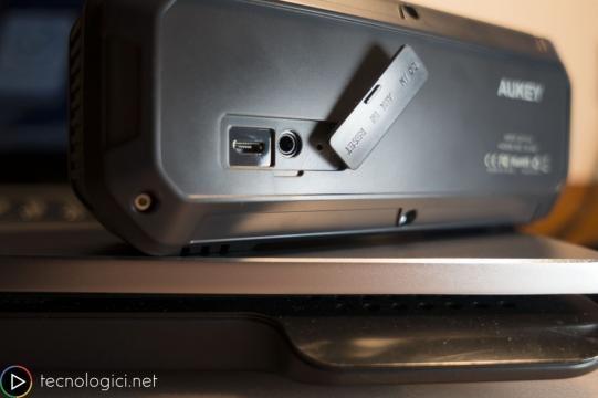 Aukey SK-M8: uscita aux-in, micro USB, reset