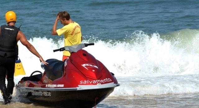 Trágico afogamento ocorreu numa altura em que a praia já não é vigiada